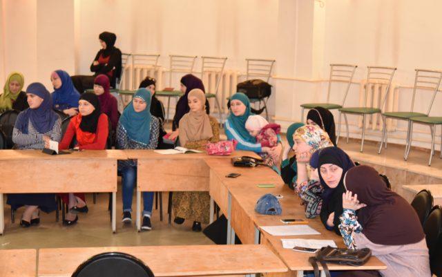 Мусульманки Майкопа собрались за круглым столом