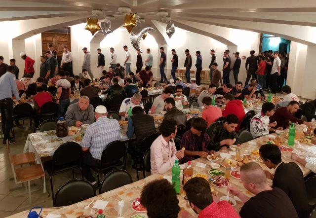 Ежедневные ифтары и таравих-намазы в мечетях Адыгеи и Краснодарского края