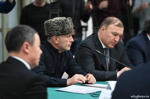 Глава Адыгеи Мурат Кумпилов и муфтий Аскарбий Карданов приняли участие в заседании Попечительского совета Болгарской исламской академии